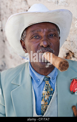 Portrait of an elderly man in Havana with a huge cigar in his mouth - Stock Photo