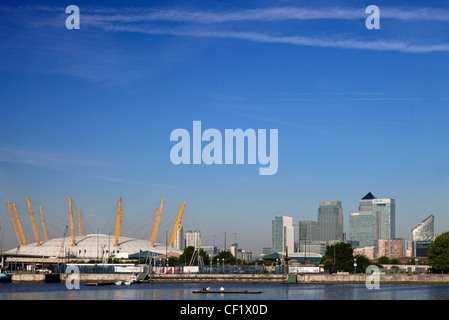 The O2 (formerly known as the Millennium Dome) on the Greenwich peninsula in South East London and the Canary Wharf - Stock Photo