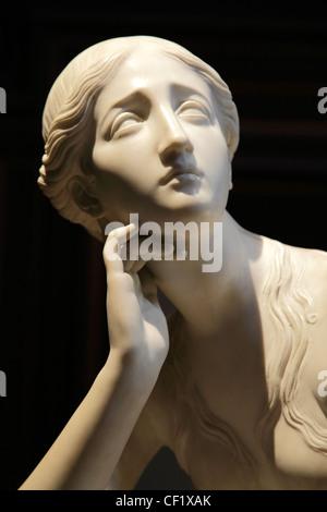 Victorian sculpture on display at the Fitzwilliam Museum, Cambridge. - Stock Photo