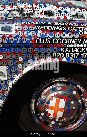 Pearly Kings and Queens decorated London taxi cab. - Stock Photo