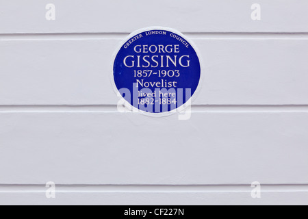 A Greater London Council (GLC) plaque on the wall of 33 Oakley Gardens celebrating that novelist George Gissing - Stock Photo