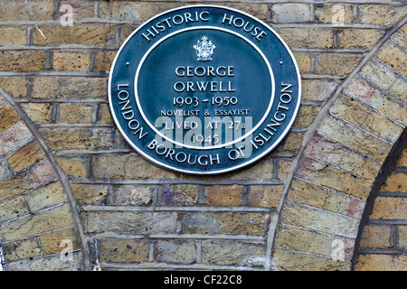 Blue Plaque on the wall of 27b Canonbury Square, home to novelist George Orwell in 1945 until his death in 1950. - Stock Photo