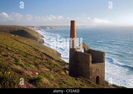 Looking south along the North Cornwall coast from Wheal Coates tin mine. - Stock Photo