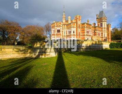 Saltwell Towers situated in Saltwell Park, a fine example of a Victorian Park located in the heart of Gateshead. - Stock Photo