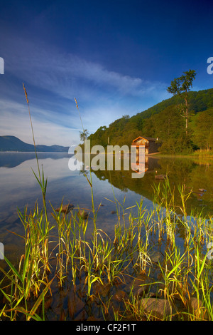 The Duke of Portland Boathouse at the top of Lake Ullswater. - Stock Photo