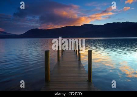 View along Brandelhow Jetty on Derwentwater at dawn. - Stock Photo