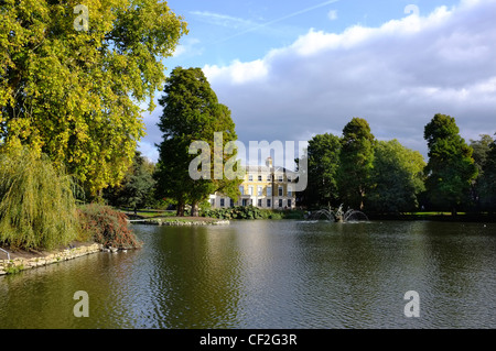 View across the Palm House Pond to Museum No. 1 at the Royal Botanic Gardens Kew. - Stock Photo