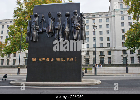 The National Monument to the Women of World War II in Whitehall. It was sculpted by John W. Mills and unveiled by - Stock Photo