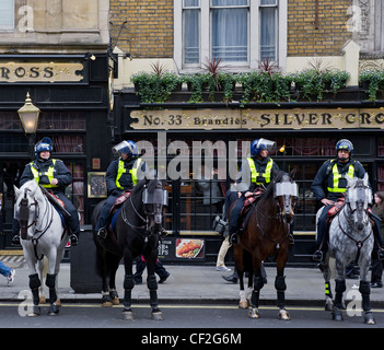 Mounted Metropolitan Police officers on duty in central London. - Stock Photo