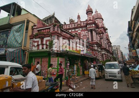 the Djemma Null Arafat mosque in the busy streets of Pettah Bazaar in Colombo, Sri Lanka - Stock Photo