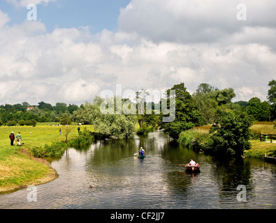 People boating on the River Stour in the heart of Constable Country on the Essex / Suffolk border. - Stock Photo