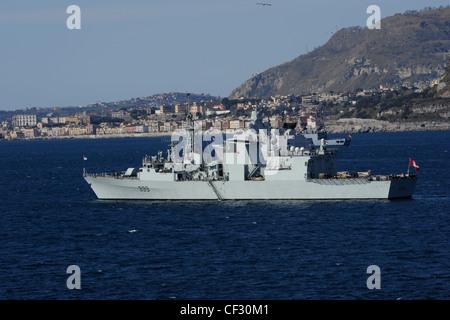 HMCS Charlottetown member of SNMG1 at anchor in the bay of pozzuoli. - Stock Photo