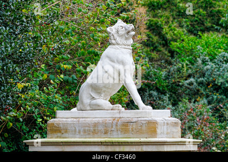A replica statue of one of the Dogs of Alcibiades at the main entrance to Victoria Park in the East End of London. - Stock Photo