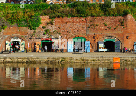 Craft shops in the old cellars on the Exeter Quayside. - Stock Photo