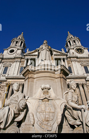 Statue of Queen Anne in front of St Paul's Cathedral in London. - Stock Photo
