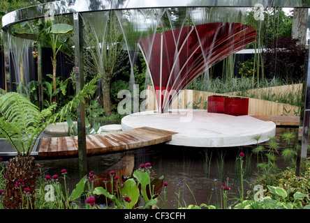 The Lloyds TSB Garden at the RHS Cheslea Flower show The garden was designed by TrevTooth The garden is surrounded - Stock Photo