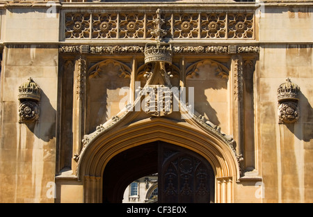 Stone entrance to King's College in Cambridge. The young Henry VI laid the first stone of the King's College in - Stock Photo