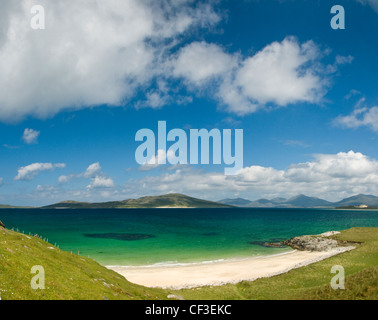 View to Taransay across the beach at Seilebost in the Isle of Harris. - Stock Photo
