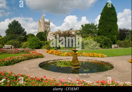 View of St Marys Church from the Garden of Remembrance in Amersham. - Stock Photo