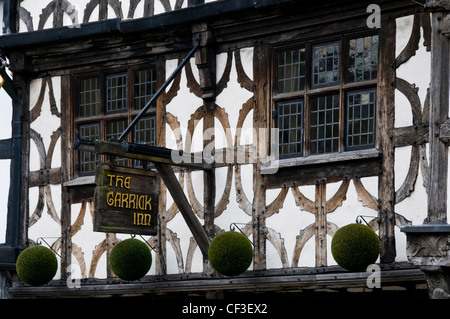 The timber beamed facade of the old Garrick Inn pub in Stratford upon Avon. - Stock Photo