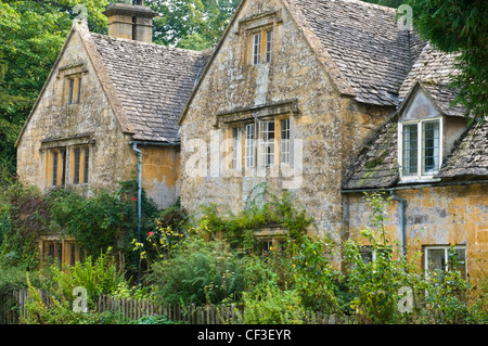 A traditional Cotswold cottage in the picturesque village of Bibury. - Stock Photo