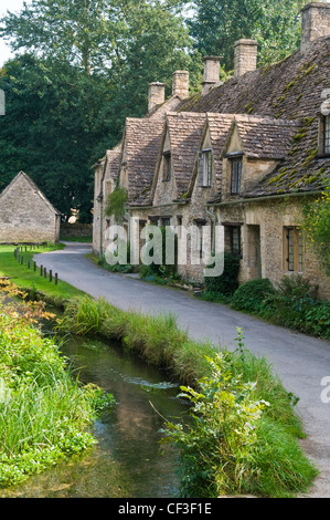 A row of traditional Cotswold cottages in the village of Bibury. - Stock Photo