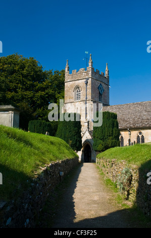 Path leading to the Norman church of St Peters in the village of Upper Slaughter. - Stock Photo