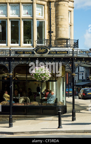 Bettys tea rooms and cafe on the corner of Parliament Street and Montpellier Parade in Harrogate. - Stock Photo