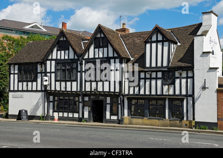 The Black Swan pub in Peasholme Green, originally built in 1417 as a family residence. - Stock Photo
