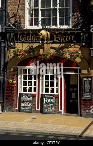 The Golden Fleece, York's most haunted pub. - Stock Photo