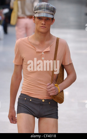 Burberry Milan Menswear S S Checked baker boy cap, short sleeved peach tight shirt and tight denim hot pants, and - Stock Photo
