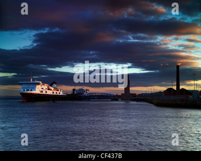 Twilight descends over the Twelve Quays ferry terminal on the River Mersey at Birkenhead. - Stock Photo