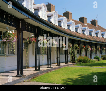 Hanging flower baskets outside cottages in Port Sunlight. The houses were originally built for employees of Lever - Stock Photo