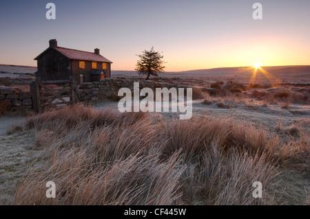 Cold winter sunrise over the deserted Nuns Cross farmhouse. - Stock Photo