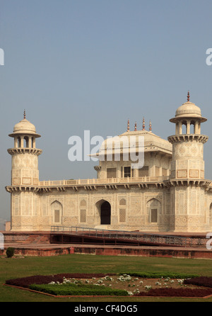 India, Uttar Pradesh, Agra, Itimad-ud-Daulah, tomb of Mirza Ghiyas Beg; - Stock Photo