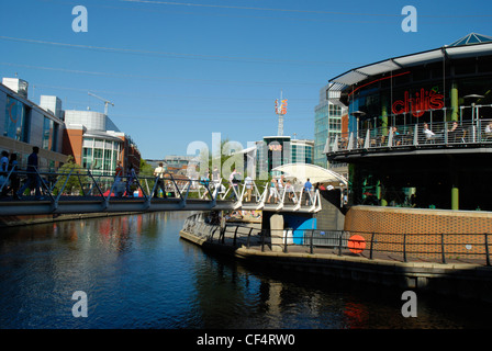 Shoppers crossing Cooks Bridge over the Kennet and Avon Canal linking the Riverside Car Park to House of Fraser - Stock Photo