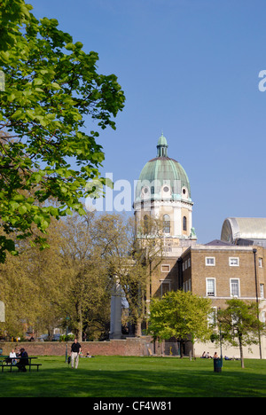 The Imperial War Museum and Geraldine Mary Harmsworth Park. The museum was formerly Bethlem Royal Hospital for the - Stock Photo