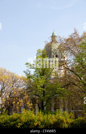 The Imperial War Museum seen through trees in Geraldine Mary Harmsworth Park. The museum was formerly Bethlem Royal - Stock Photo