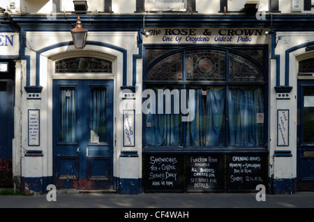 The Rose and Crown, one of Croydon's oldest pubs. - Stock Photo