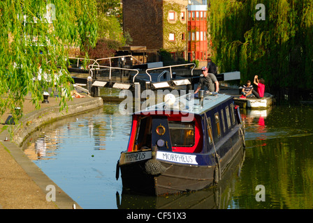 Narrowboat on the Regent's Canal at the City Road Lock. - Stock Photo