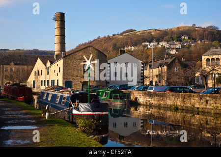 Barges on the Rochdale canal at Hebden Bridge in Calderdale. - Stock Photo