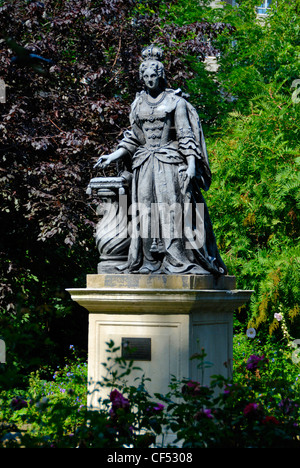 Statue of Queen Charlotte, consort of King George III, in Queen Square. The square was built in the early 18th century - Stock Photo