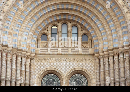 Decorative architecture of the front entrance to the Natural History Museum. - Stock Photo