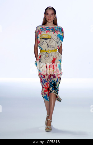 Anne Klein New York Ready to Wear Spring Summer Model long blonde hair wearing printed dress slash neck and sleeves, - Stock Photo