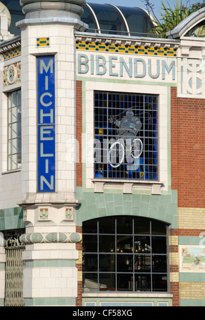 Formerly Michelin House and now the Bibendum Restaurant and Oyster Bar in Fulham Road. - Stock Photo