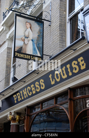 Exterior of the Princess Louise pub in High Holborn. - Stock Photo