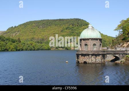 Garreg-ddu Reservoir and tower Elan Valley Powys Wales UK - Stock Photo