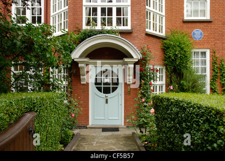 The facade of the Sigmund Freud Museum in Maresfield Gardens. - Stock Photo