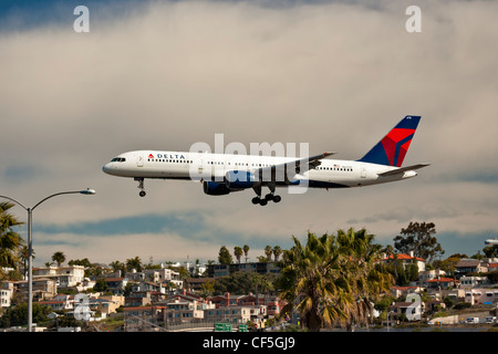 Jet airliner on final approach to Lindbergh field-San Diego, California, USA. - Stock Photo