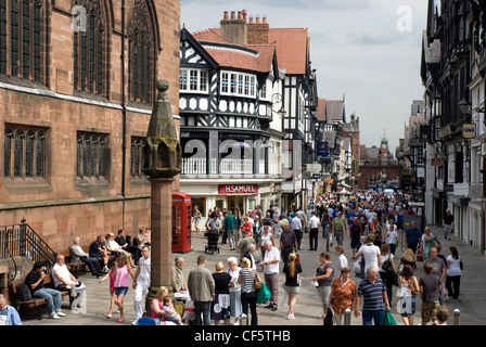 View along a busy Eastgate Street towards the Eastgate clock in Chester. - Stock Photo